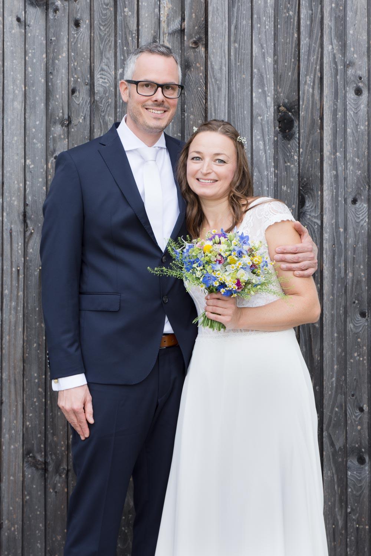 Brautpaarportrait vor der Trauung - Hochzeitsfotos