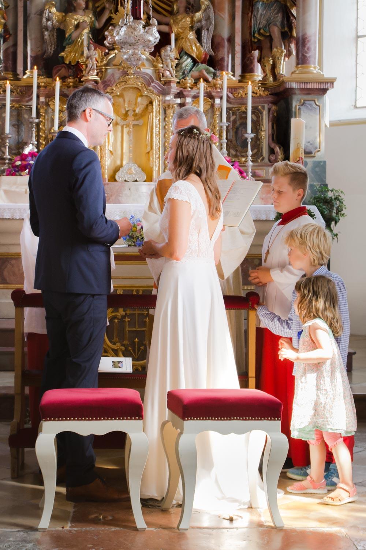 Der große Moment - das Ehegelübde und der Ringtausch in der Kirche - Hochzeitsfotos