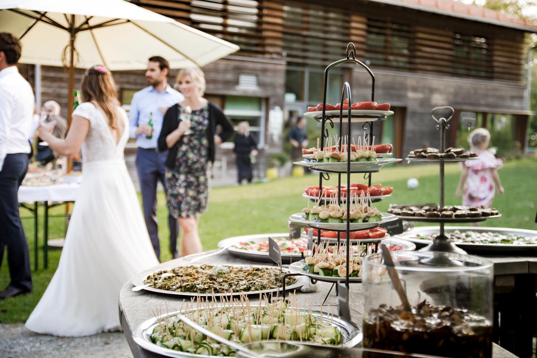 Leckeres Hochzeitsbuffet auf der Sommerhochzeit / Gartenhochzeit am AmVieh-Theater - Hochzeitsfotos
