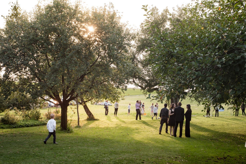 Sommerstimmung auf der Gartenparty / Gartenhochzeit im Osten von München - Hochzeitsfotos - Hochzeitsreportage München