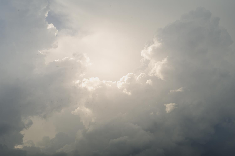 Stimmungsvoller Himmel über Burg Lohra, kurz bevor die Hochzeit beginnt
