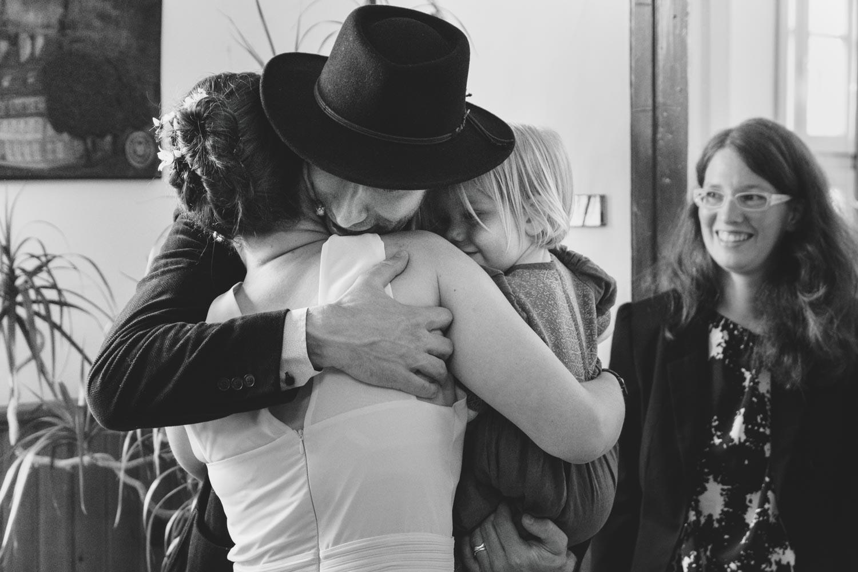 Gratulation vom Bruder und der Nichte. Glück im Standesamt - Hochzeitsreportage München