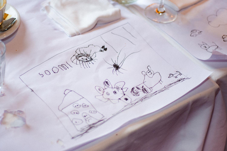 Auch für die Kleinsten war es beim Festessen in der Trattoria Seerose nicht langweilig - Hochzeitsfotos