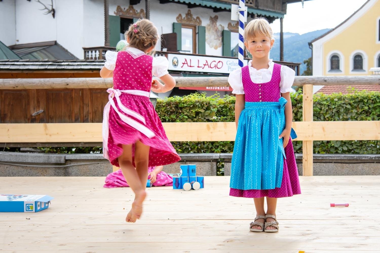 Auch die kleinsten Gäste bekommen ihr ganz eigenen Hochzeitsfoto von der Hochzeitsfotografin - hier am Hotel Terofal in Schliersee