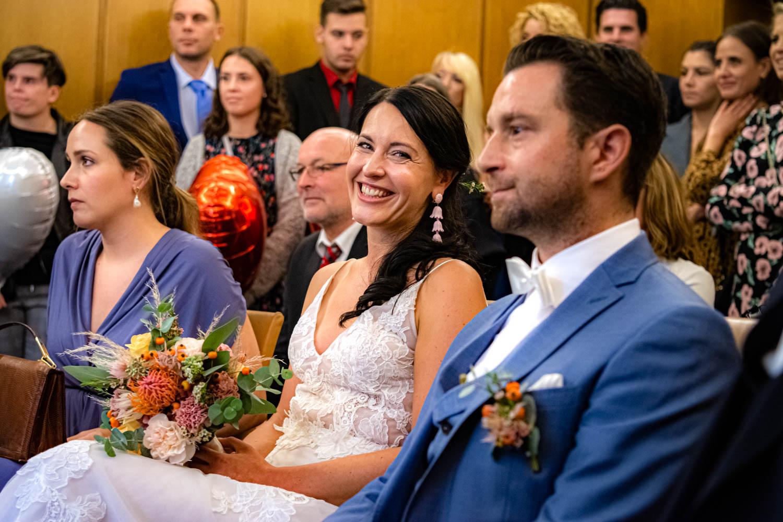 Die strahlende Braut und der nervöse Bräutigam kurz vor dem Ja-Wort